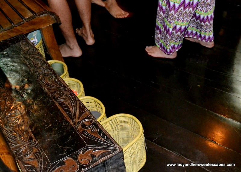 barefooted diners in KaLui Restaurant Palawan