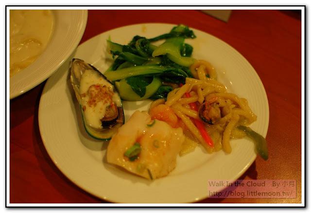 蛋菜、魚片、炒麵、炒青菜