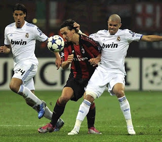Pepe fights against Ibrahimovic in the last Real Madrid vs Milan