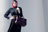 красивая девушка в хиджабе, мусульманское платье (одежда)