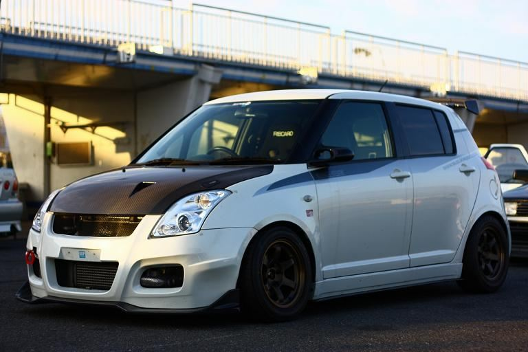 Suzuki Swift japoński hatchback tuning zdjęcia スズキ 日本車 ホットハッチ