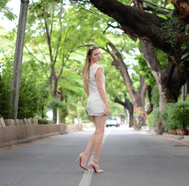 nude and red, fashion house cz, český fashion blog, nude shoes, nude heels, red soul nude shoes, shein review, sheinside review, white dress, bangkok, bangkok fashion blog, farang in bangkok, nude lodičky, boty s červenou podrážkou, thajsko, thajsko blog, blog o thajsku, češi v zahraničí, kristýna vacková, kristýna thajsko, thajský blog, thai fashion blog, thai fashion blogger, thai blogger, bangkok blog, bangkok fashion blog, fashion blog thailand