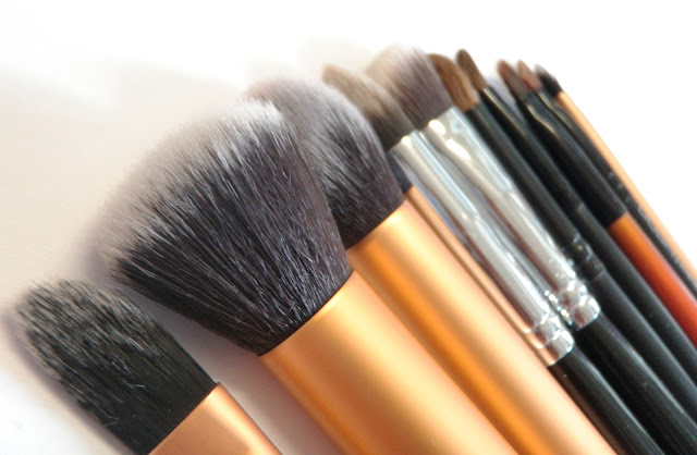 GlamorousGia favorite make up brushes featuring GOSH, Real Techniques and Sigma.