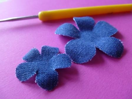 Scrapbookingitalia fiori di stoffa e cartoncino for Fiori di cartoncino
