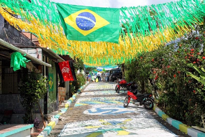 CRIATIVIDADE DAS RUAS DE COARI NA TORCIDA PELA VITÓRIA DA SELEÇÃO BRASILEIRA
