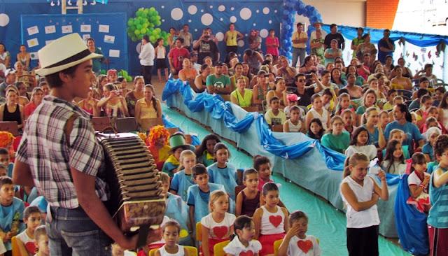 Roncador: Escola Monteiro Lobato realiza XII Varal de Poesias e Danças