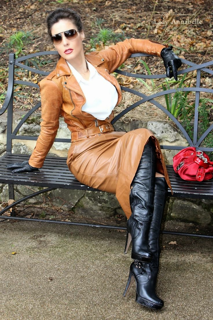 Ladies in leather gloves and boots - Wednesday 5 November 2014