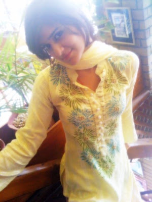 Maira Mobile Number With Yellow Kameez Shalwar