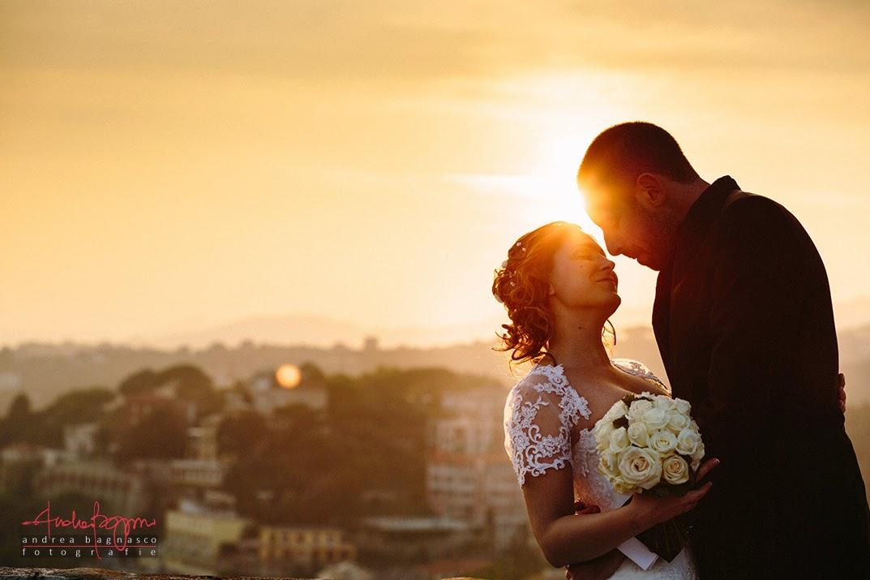 sposi e bacio al tramonto a Villa Lagorio matrimonio Celle Ligure