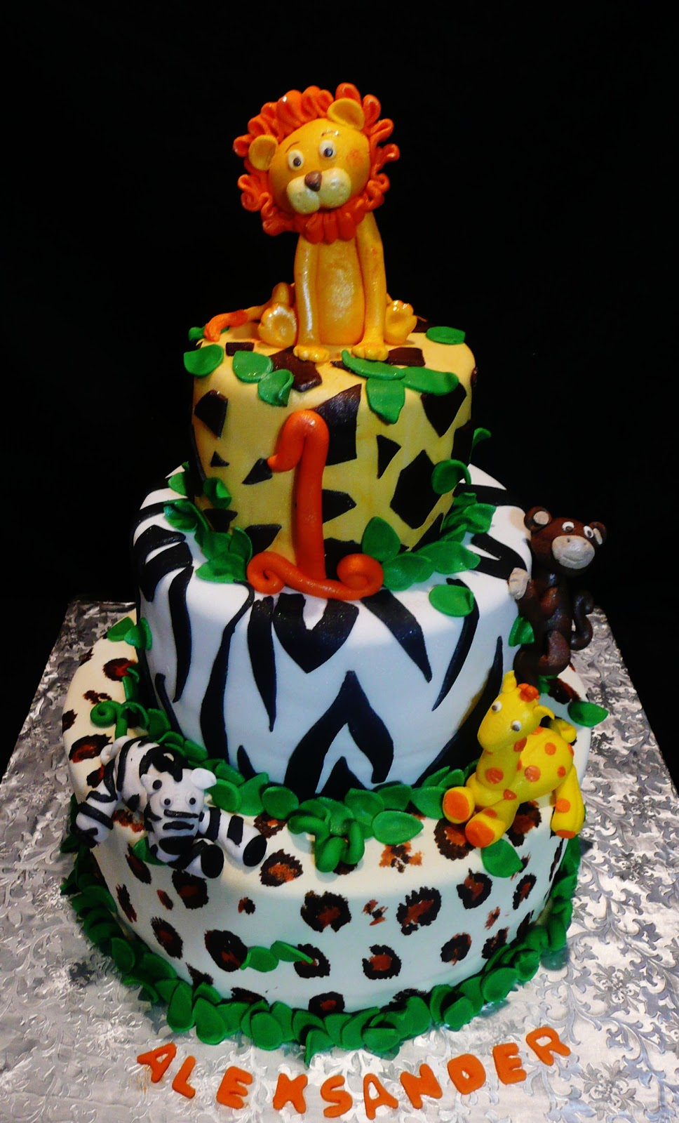 Jungle Birthday Cake Images : Baking with Roxana s Cakes: Safari Themed Cake