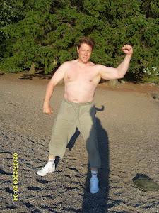 Tamperelainen aito luonnonystävä pula-ajan Tarzan tapaan apunanne arjen koitoksissa