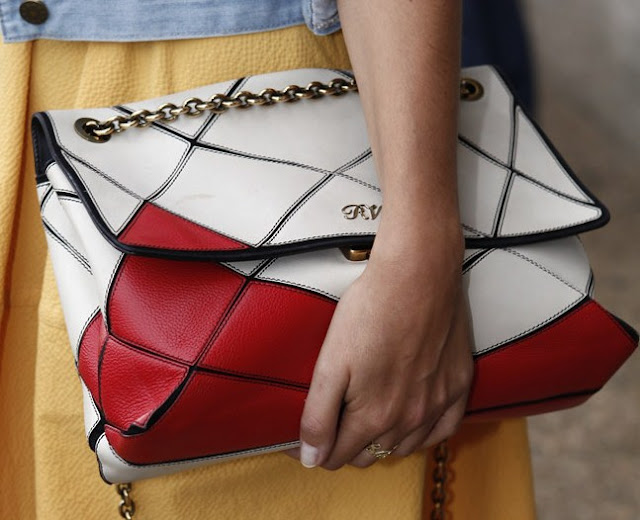 TREND ALERT BAGS IN THE HAND