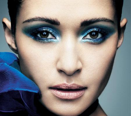 Get Your Fresh Eyes with Blue Eye Shadow