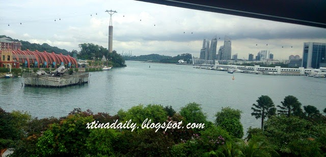 Train and  cable car rides in Singapore