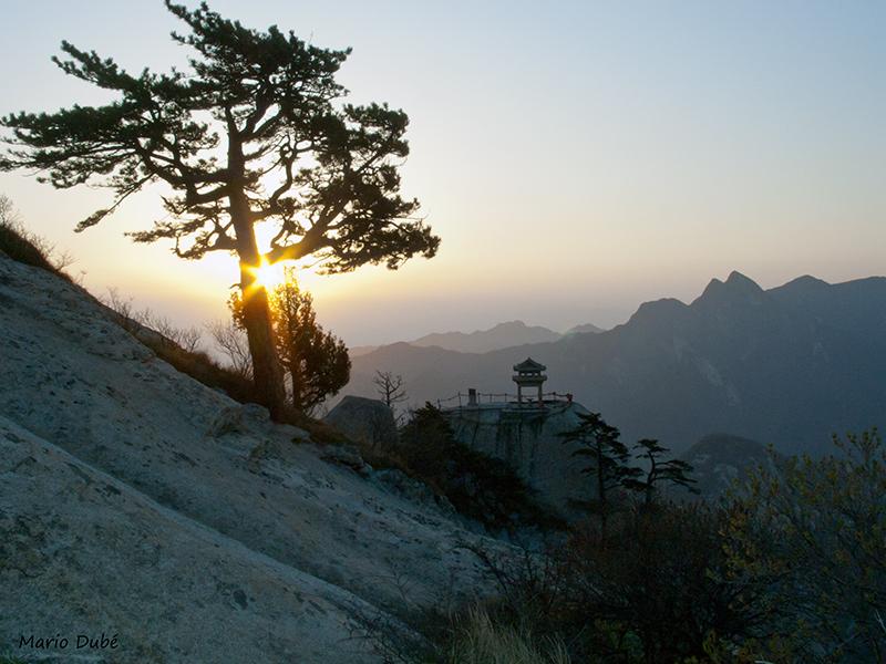 Lever de soleil du haut du pic Est (mont Hua, Chine)