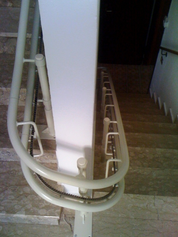 Stair lifts platinum stairlifts for curved stairs - Stairlift for curved staircase ...