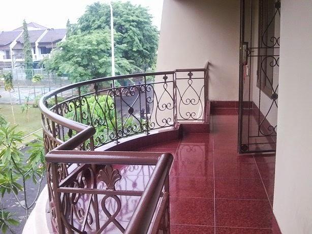 contoh balkon rumah lantai 2