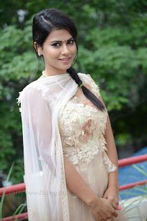 Sharmila Mandre pos at Kevvu keka SM 011.jpg