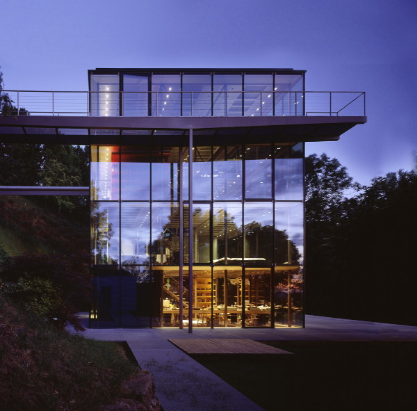 Home designs luxury design exterior glass house by werner for Beautiful architecture houses