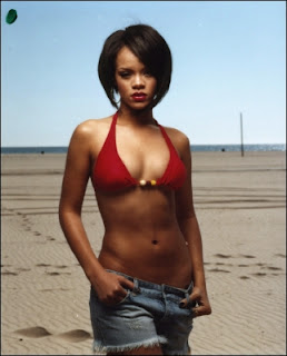 Latest Rihanna In Hot Bikini Beach Pictures