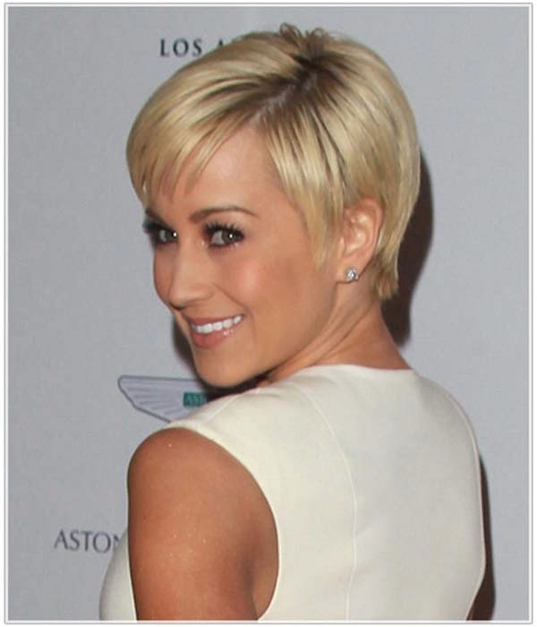 CUTE MEDIUM HAIRCUTS: Short Straight Hairstyles