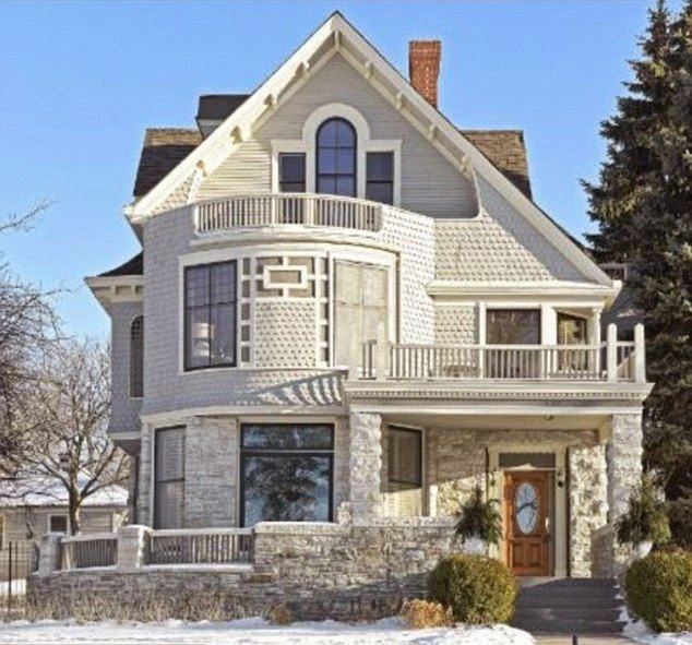The property built in 1887 and Josh Hartnett, 36, as an owner was seeing those challenge like a quiet opportunity.  So what are you waiting off? The Victorian-era house at the Lake of Isles in Minessota, USA is currently on market for a whopping $ 2.395 Million.