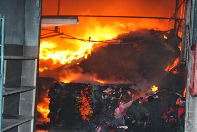 Fuego afecta nave zona franca La Vega
