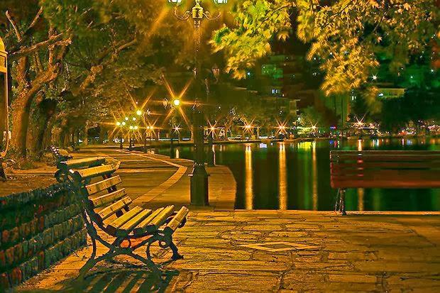 красивое фотография лавочки в ночном городе