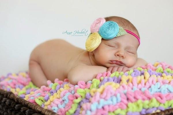 Bébé qui dort sur sa ventre, bébé le plus mignon au monde