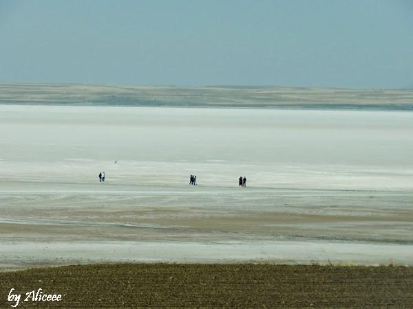 plimbare-pe-lacul-de-sare-turcia