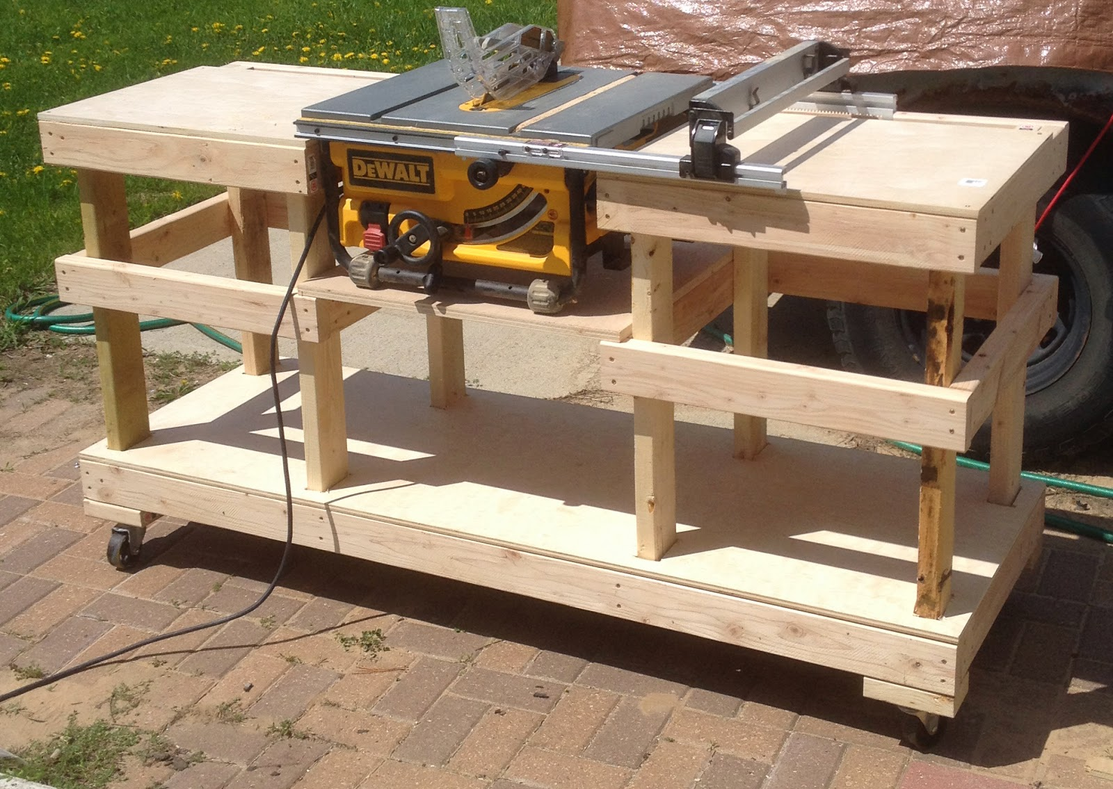 Diy table saw stand on casters the wolven house project Table making ideas