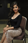 Aparna Bajpai sizzling photo shoot-thumbnail-5