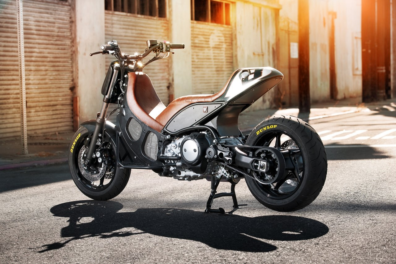 Rsd hyper modified yamaha tmax return of the cafe racers for Yamaha vmax cafe racer parts