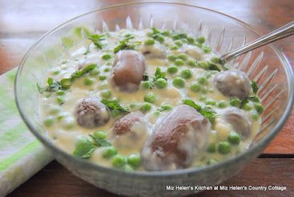 Grandma's Creamed Peas and Potatoes