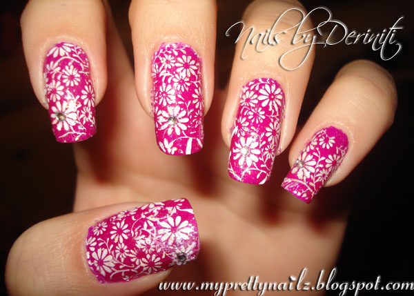 Mothers Day Daisies Nail Design