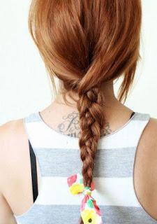 Gaya rambut kepang bertekstur ikat kain