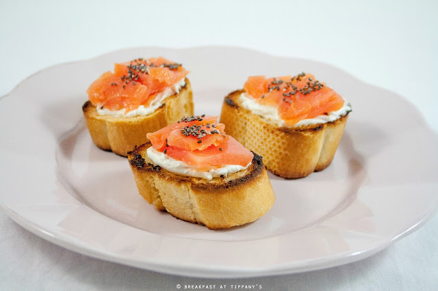 Breakfast at Tiffany's di Francesca Maria Battilana: Crostini di salmone affumicato e Philadelphia / Smoked salmon crostini