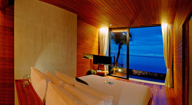 Bedroom with the sea view
