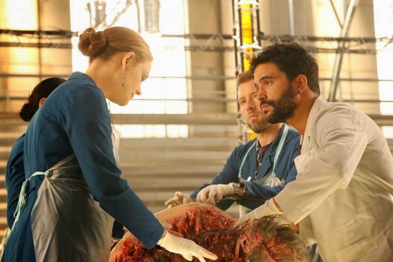 Bones S10E04. Brennan y su becario cubano.