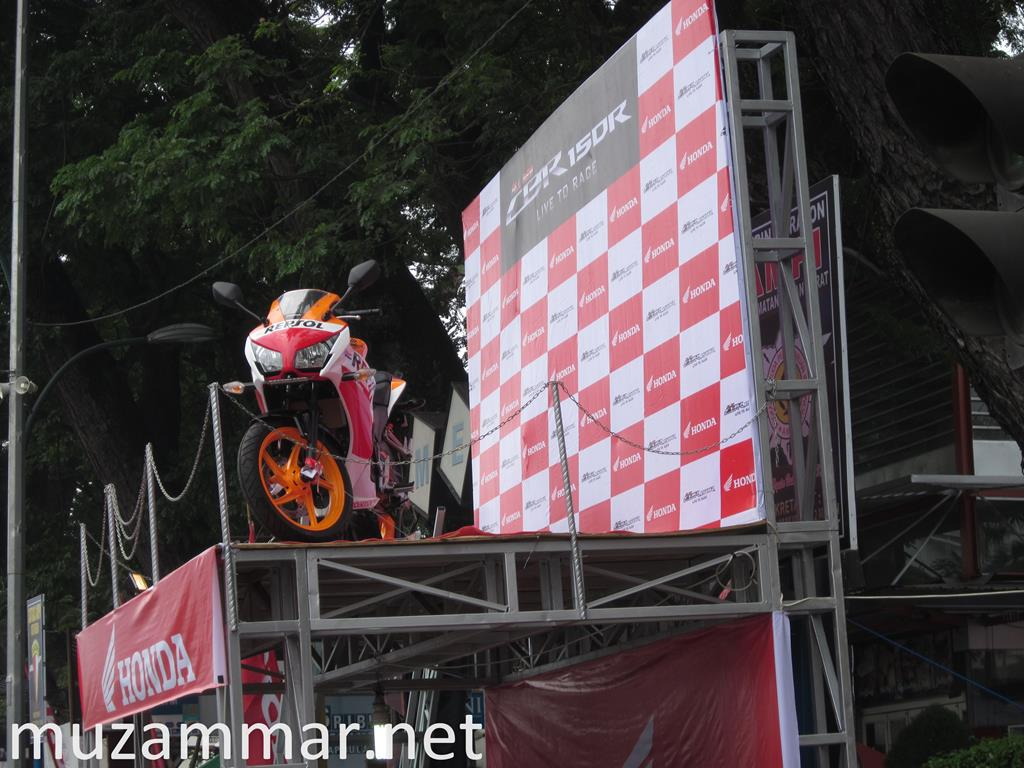 First impression All New Honda CBR 150R dalam acara launchingnya di Kota Medan pada hari Minggu 28 September 2014 di lapangan Merdeka Merdeka Walk Medan . . . with Photo Gallery