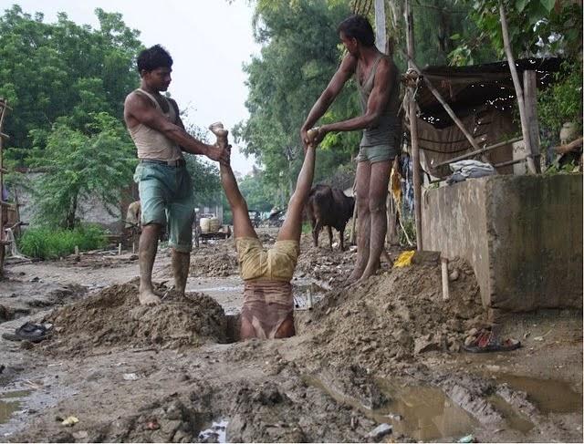 smešna slika: radnik u Indiji