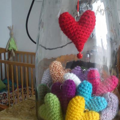 szydełkowe serca amigurumi
