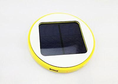Cargador Solar que se engancha a una ventana para cargar nuestro Smartphone, tablet u otro dispositivo.