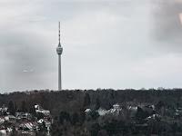 Fernseturm in Stuttgart vom Karstadt aus gesehen