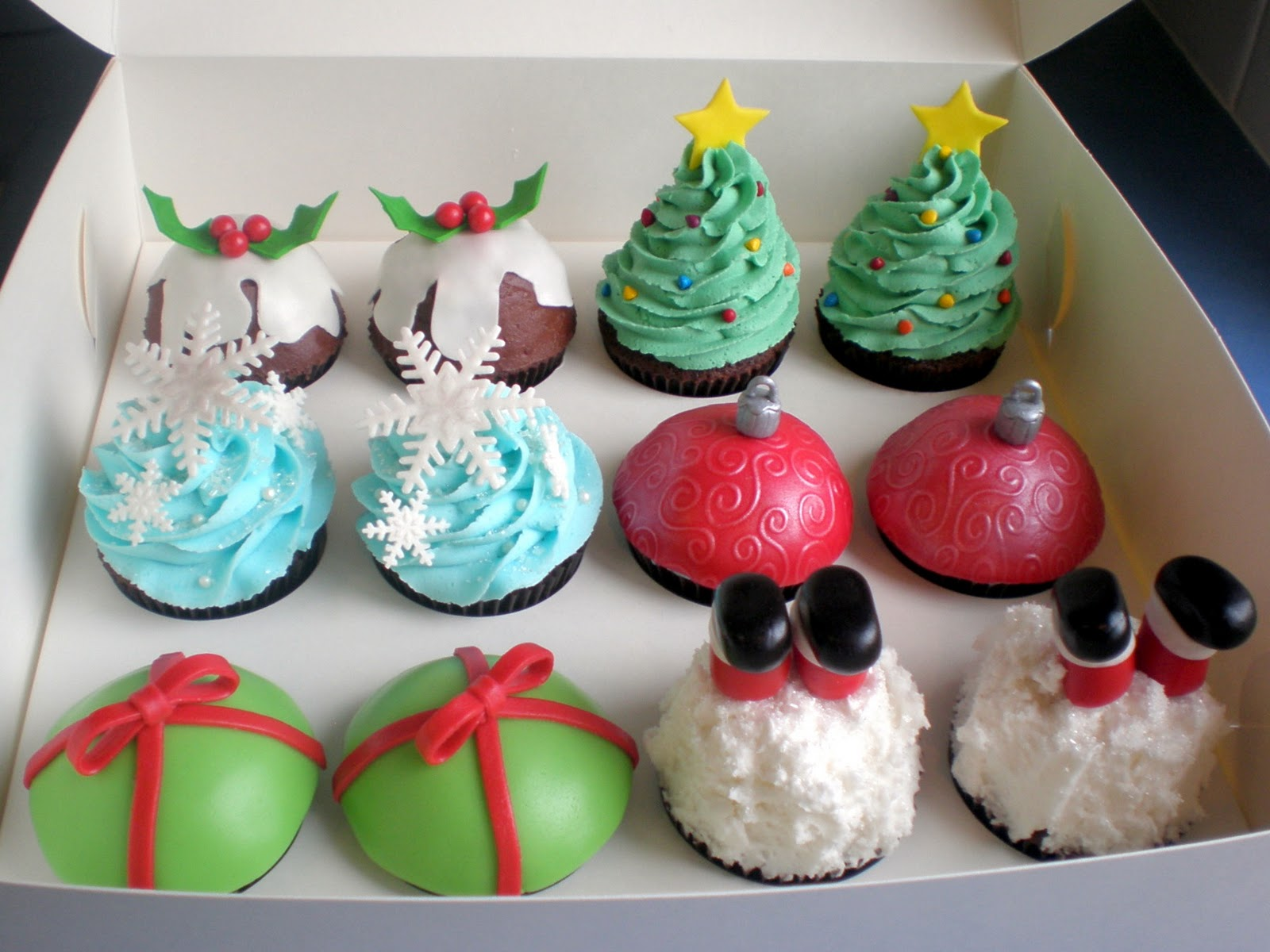 The Pretty Purveyor: Holy Christmas Cupcakes!