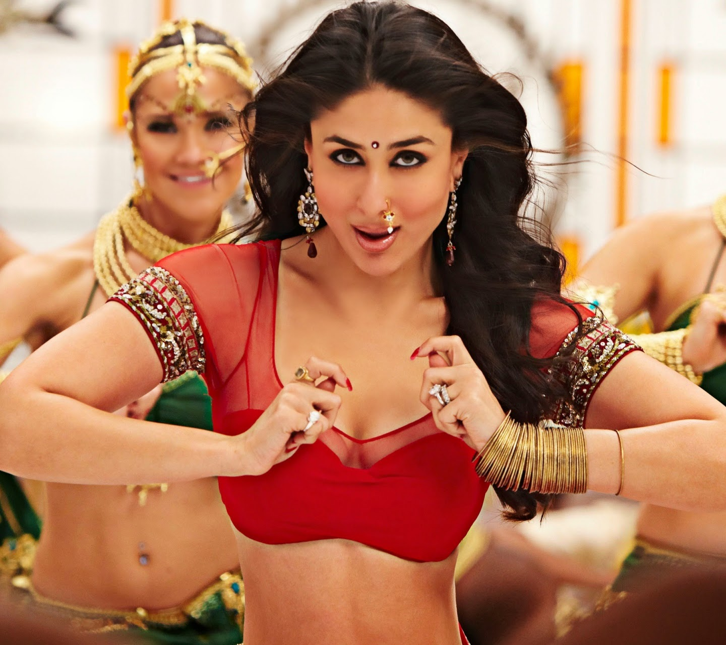 kareena kapoor in red bra hd latest wallpaper
