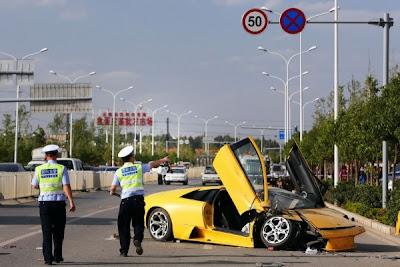 Lamborghini sedang di pandu uji mekanik alami kemalangan