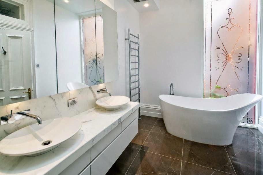 keramik kamar mandi warna putih