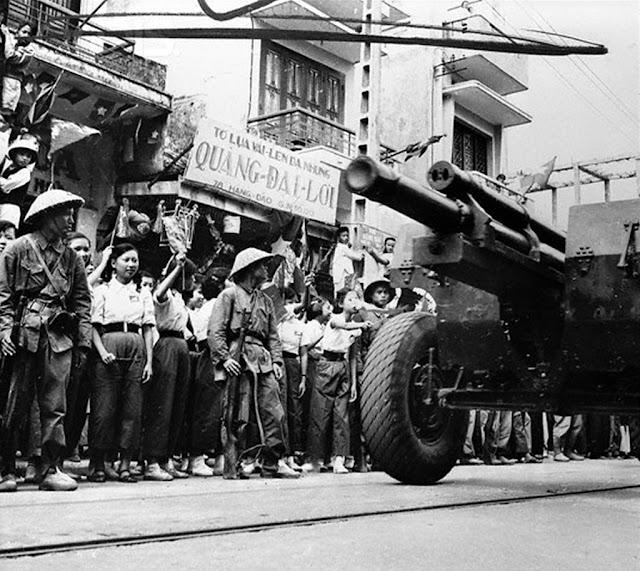 [Изображение: 30+10+1954+Parade+of+People+and+Tank+on+...ietnam.jpg]