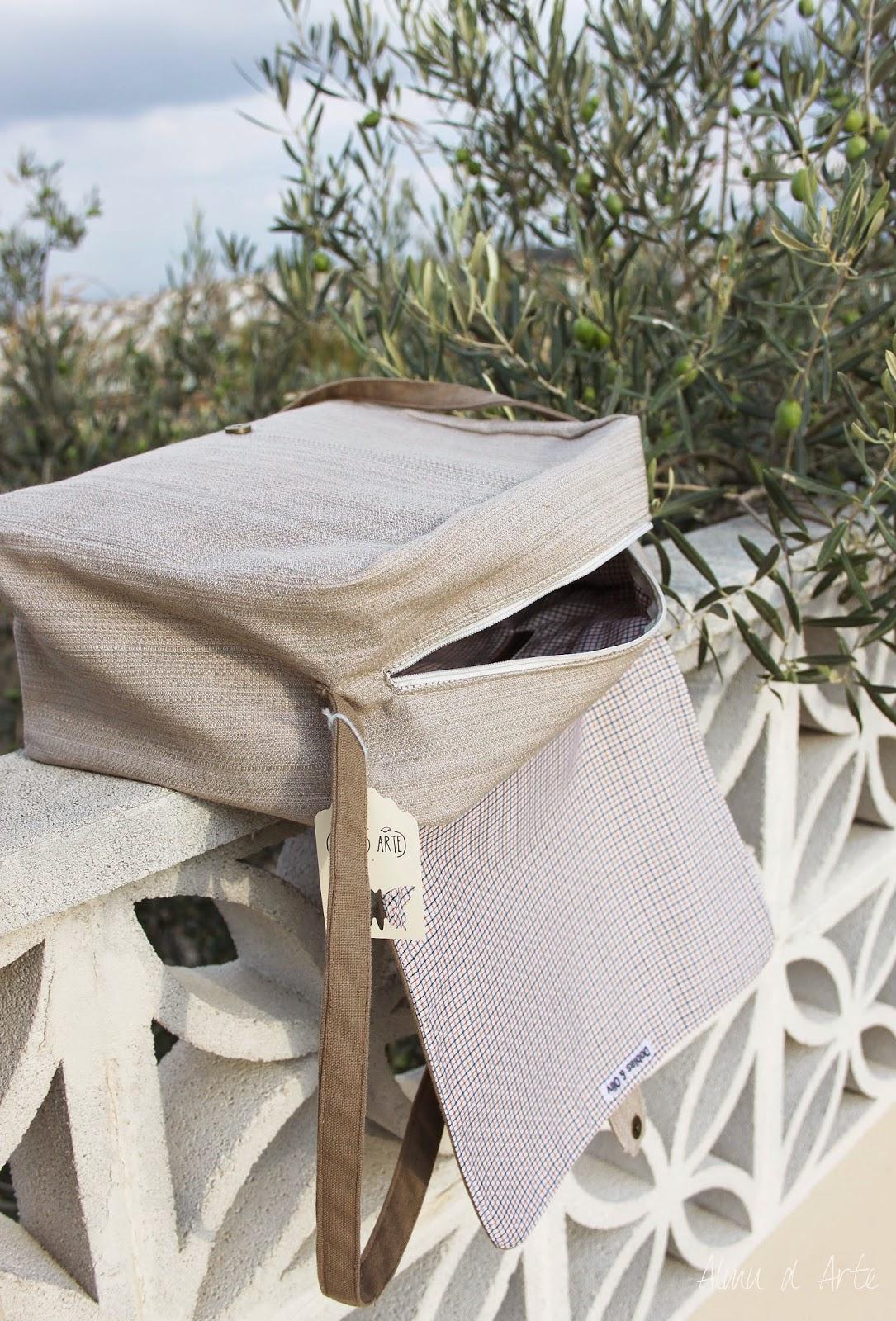 Bolso artesanal de tela y cremallera